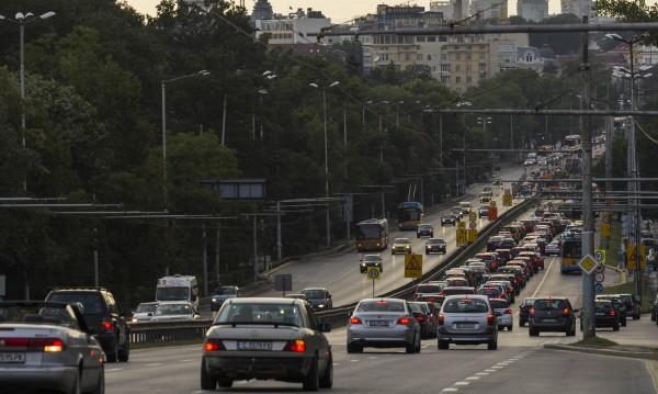 Над 400 000 софиянци – сами в колата за работа!