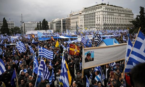 Не стихват протестите срещу Преспанския договор в Гърция