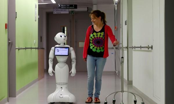 Роботизираната хирургия влиза и у нас, но на каква цена?