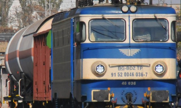 Инцидент на гара Нови Искър, влак блъсна 13-годишна