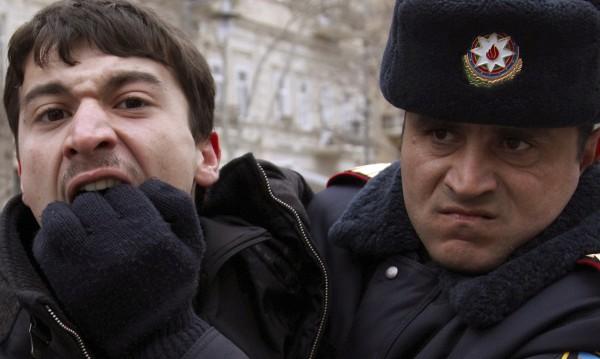Апаш се прави на върколак, захапа полицай при опит за арест