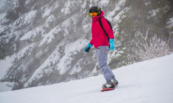 Близо 2 м сняг на Пампорово, работят 13 писти