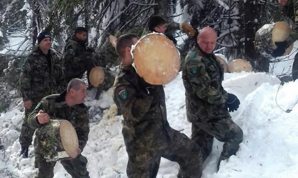 104-ма военни в борбата със снежния капан в Смолянско