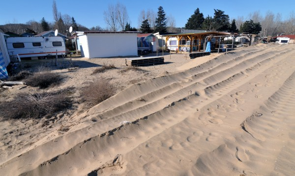 Кабинетът иска да спре строителството по плажовете