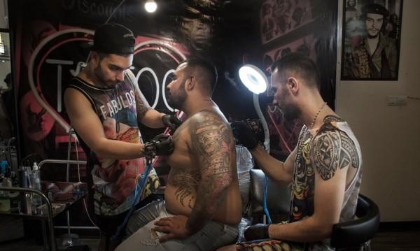 Ангелите на тихия бунт в Иран - татуистите от подземния свят