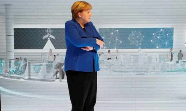 Меркел поставя условия на Huawei