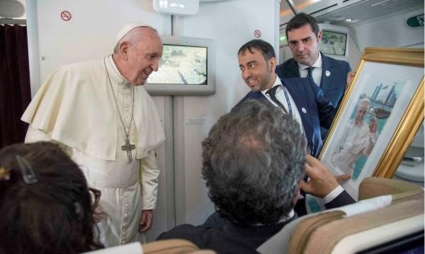 Папата готов да е посредник за Венецуела. Ако го искат