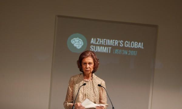 Откриха защо жените са по-податливи на Алцхаймер