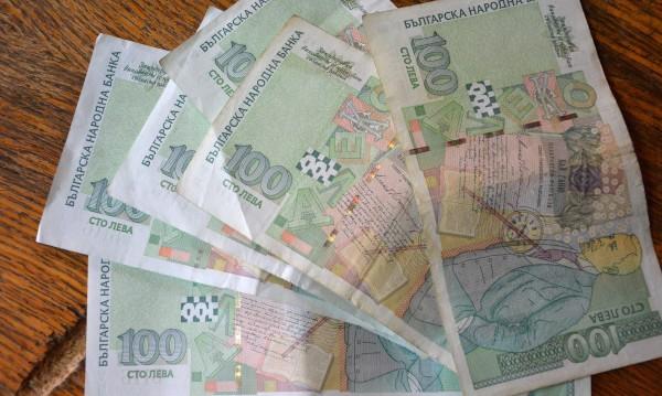 Плевенчанка даде 3 800 лева и злато на измамници