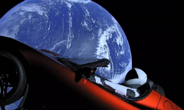 1 година по късно – какво се случва с Tesla-та на Мъск, пътуваща към Марс