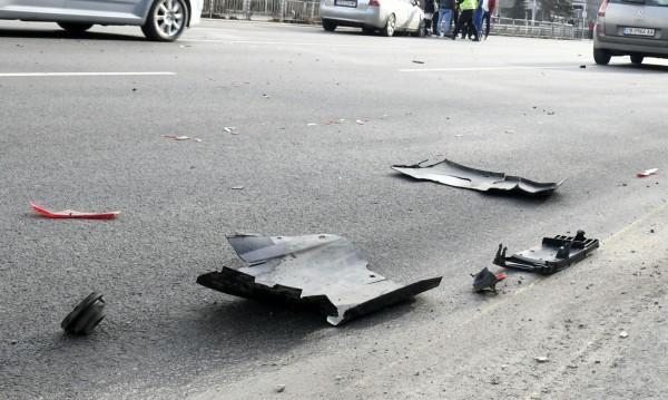 Заради шофьорски спор: Удар на метри от детска градина