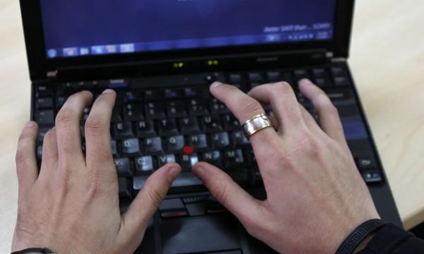 Бургаски хакер блокирал достъпа до интернет платформи