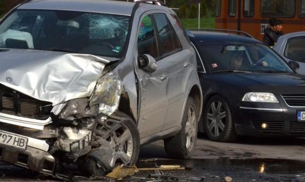 30-годишен загина при катастрофа между джип и камион