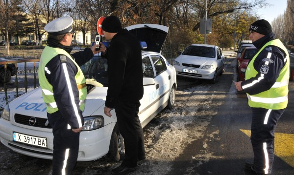 Шофьор опита да избегне дрегер с 50 евро подкуп