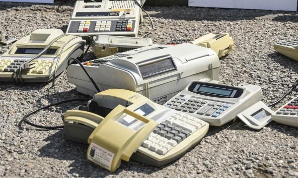 Фирмите си отдъхнаха, имат отсрочка за новите касови апарати
