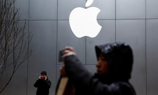 Чувствителен спад: Apple продължава да страда в Китай