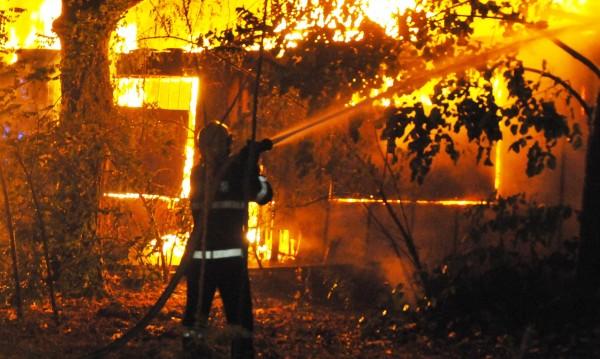 300 души останаха без работа след пожара край Войводиново