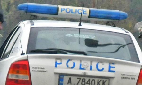 Издирва се 36-годишен мъж, опитал да прегази полицаи