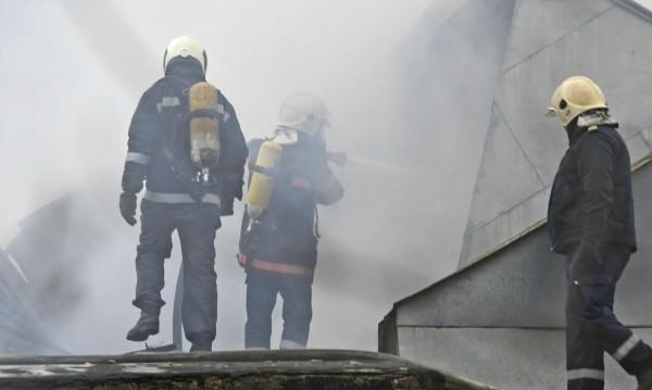 Магазин за пиратки пламна, евакуираха блок