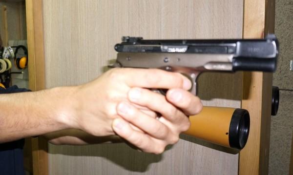 Мъж стреля безразборно на селския мегдан в Черногорово