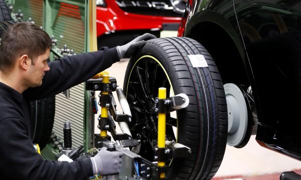 Новите коли и в ЕС, и у нас пак със спад в продажбите