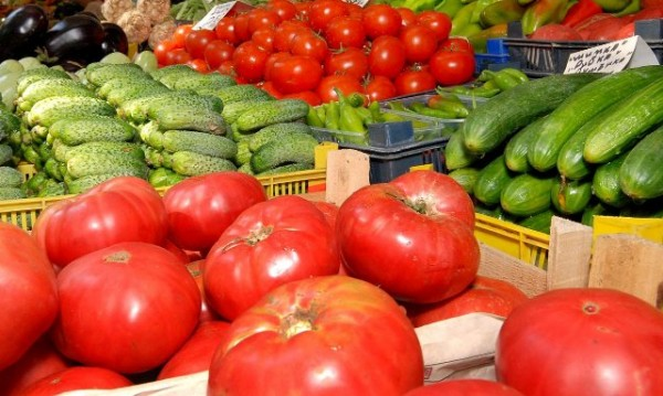 Родното производство смачкано, ядем 89% вносни плодове и зеленчуци