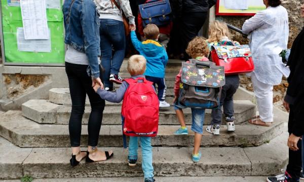 """Във Франция се канят да премахнат понятията """"майка"""" и """"баща""""?"""