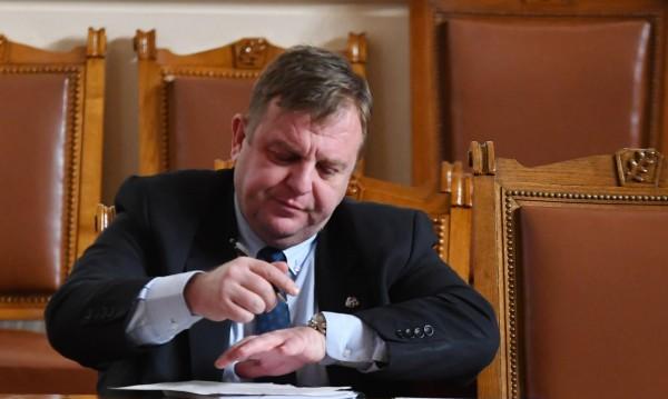 Каракачанов не се отказва: Или концепцията за ромите, или аз!