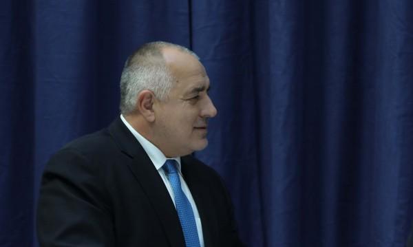 Борисов се съсипвал от работа да прекара страната през иглени уши