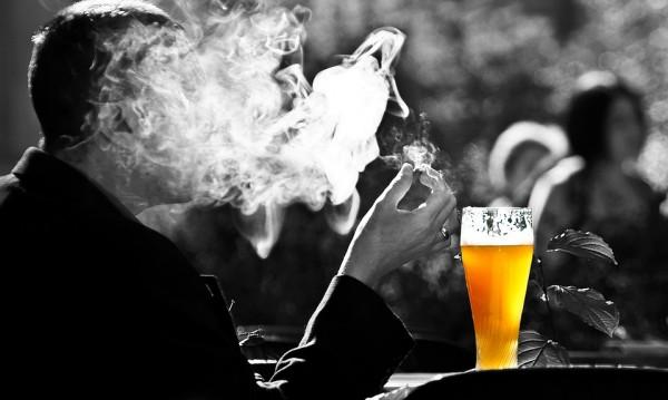 Заделяме все повече за здраве, но пием и пушим повече