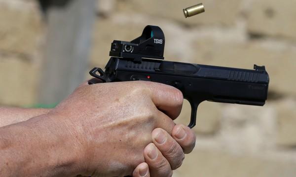 Играчка-плачка: Младеж намери пистолет и се простреля