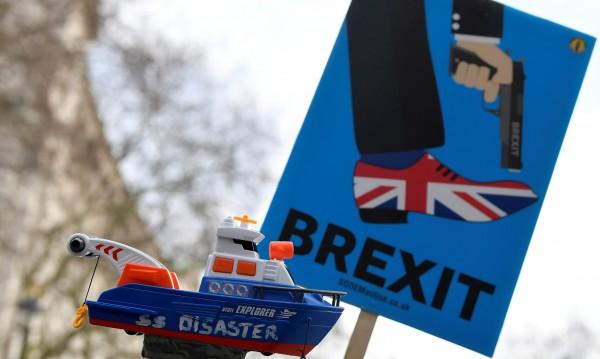 Англия: Твърд Brexit - споделено бедствие