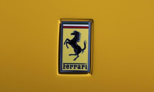 Какъв късмет! Мъж си купи къща, откри в нея старо Ferrari