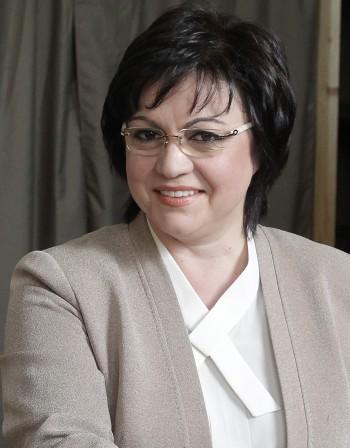 Нинова се оплака: ГЕРБ плаши кметове да не се срещат с мен!