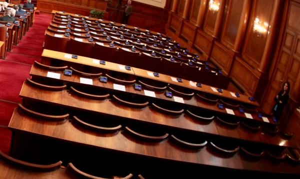 Въпреки решението: Соцдепутати взели пътни и командировъчни
