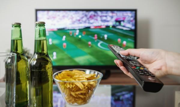 За плосък корем: Не яжте пред телевизора!