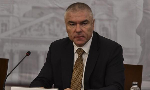 Марешки провидя: Каракачанов иска повече привилегии за ромите!