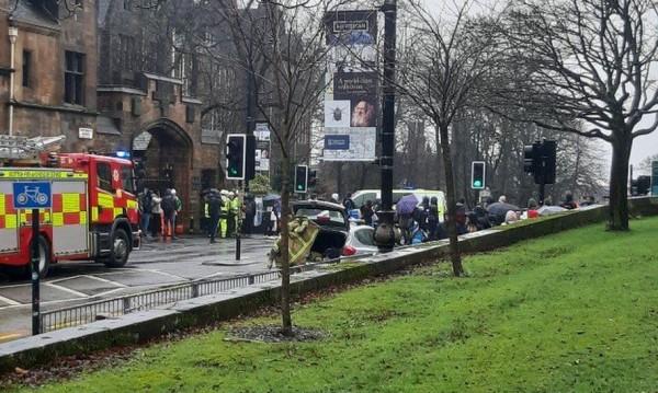 Подозрителен пакет евакуира спешно университета в Глазгоу