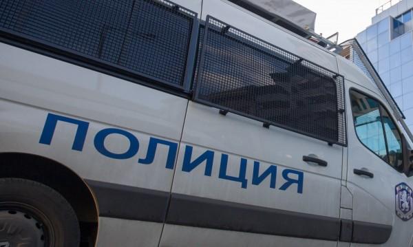 """Полицията блокира """"Орландовци"""", издирват дрога и крадци"""