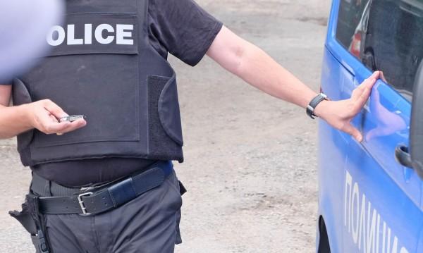 """След акцията в """"Орландовци"""" - 15 в ареста, полицаи сред престъпниците?"""