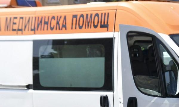 Работник пострада тежко след падане от билборд
