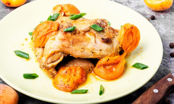 Рецептата Dnes: Пиле на фурна с кайсии