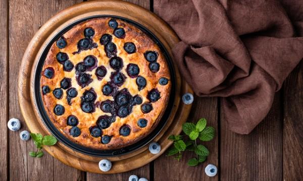 Рецептата Dnes: Десерт с кроасани и боровинки