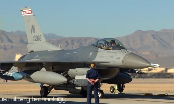 Новият ни F-16 цели 20 мишени от раз и избягва сблъсък със земята