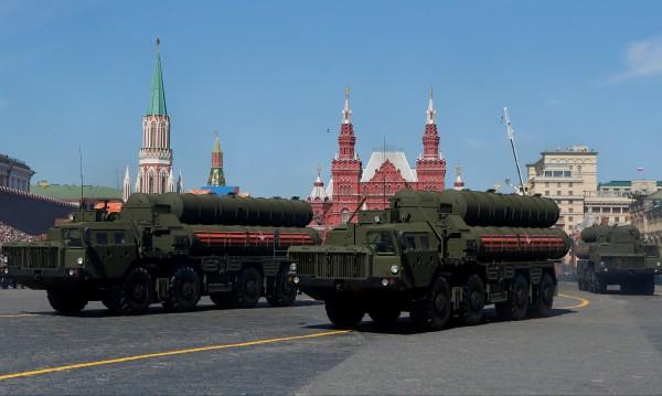Русия разположи ракетни комплекси С-400 край Петербург