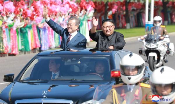 Санкции ли? Само вижте колите на Ким Чен Ун!