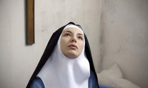"""Лицемерието в църквата с """"Монахинята"""""""
