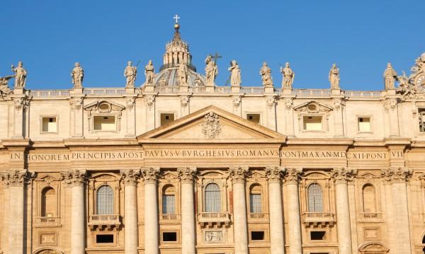 Поискаха имунитета на посланика на Ватикана в Париж