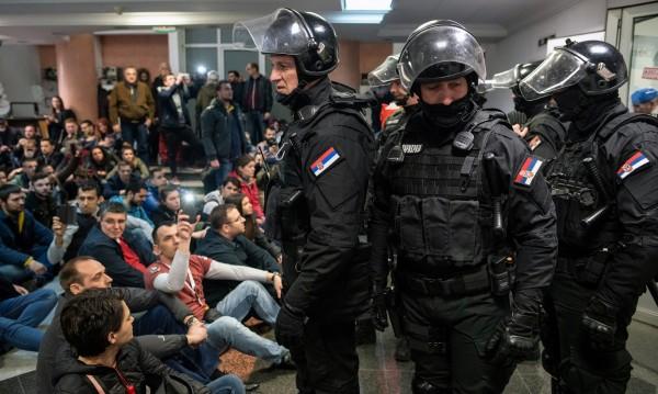 Сърбия се тресе от протести срещу правителството