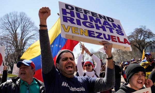 Проучване: 90 % искат Мадуро да се откаже от поста си